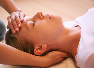 reiki hand holds for head during treatment